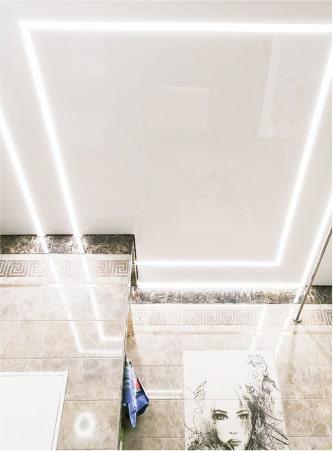 Натяжные потолки с подсветкой 1
